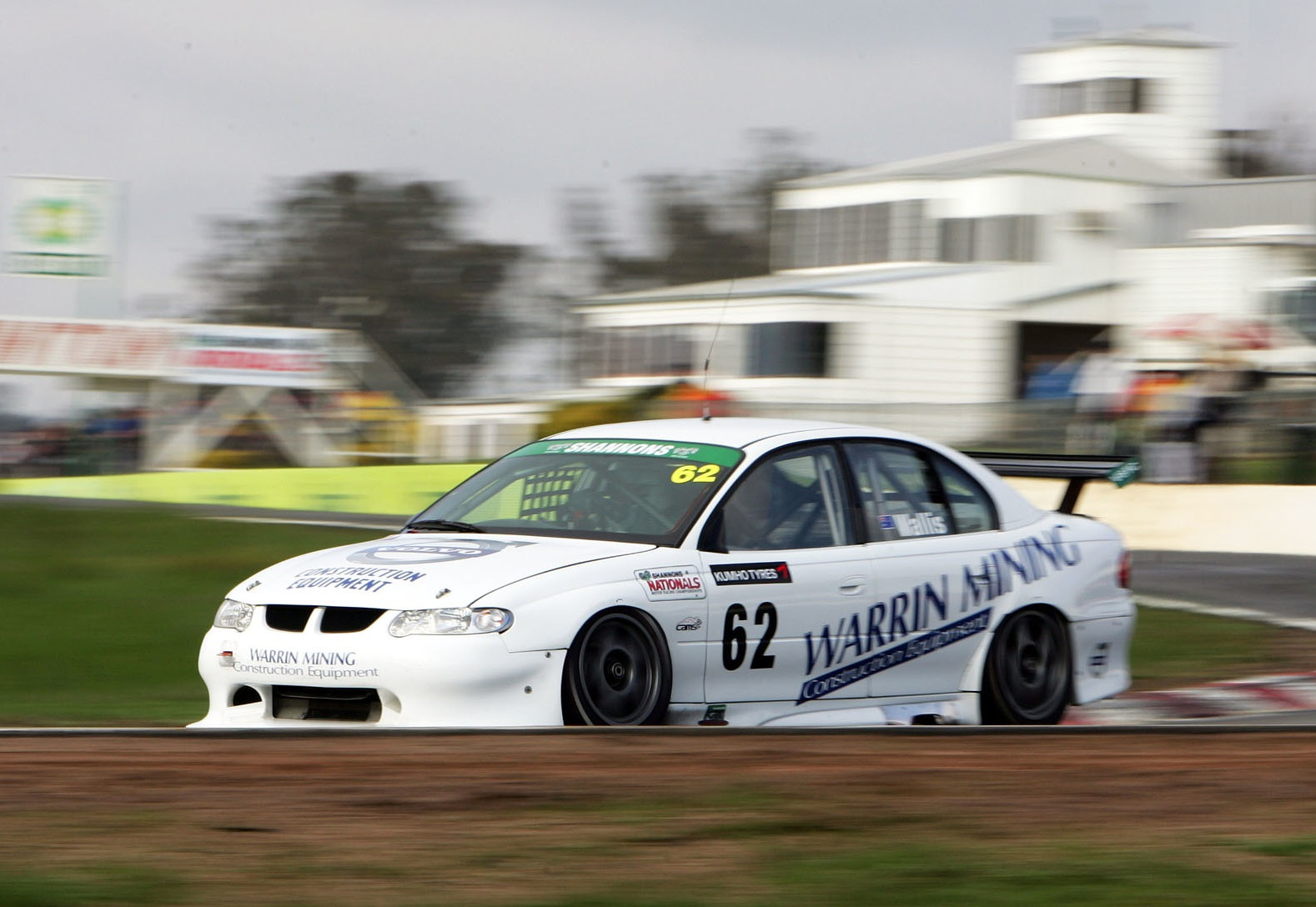 Wallis in the box seat for Shannons V8s title