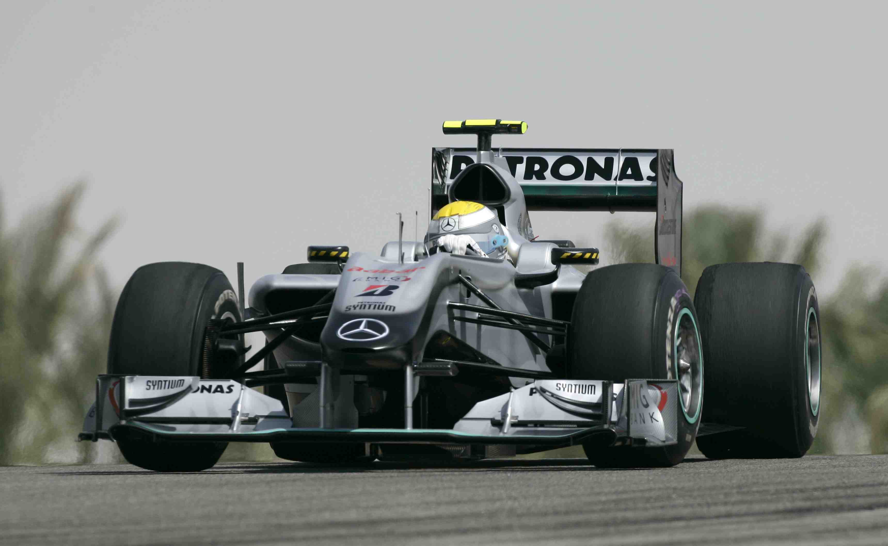 Rosberg fastest in first day at Bahrain