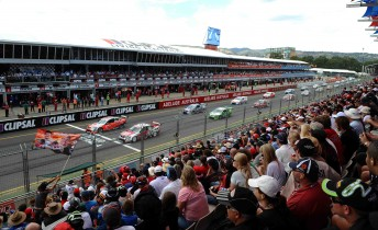 The start of the 'Australasian' V8 Supercars series