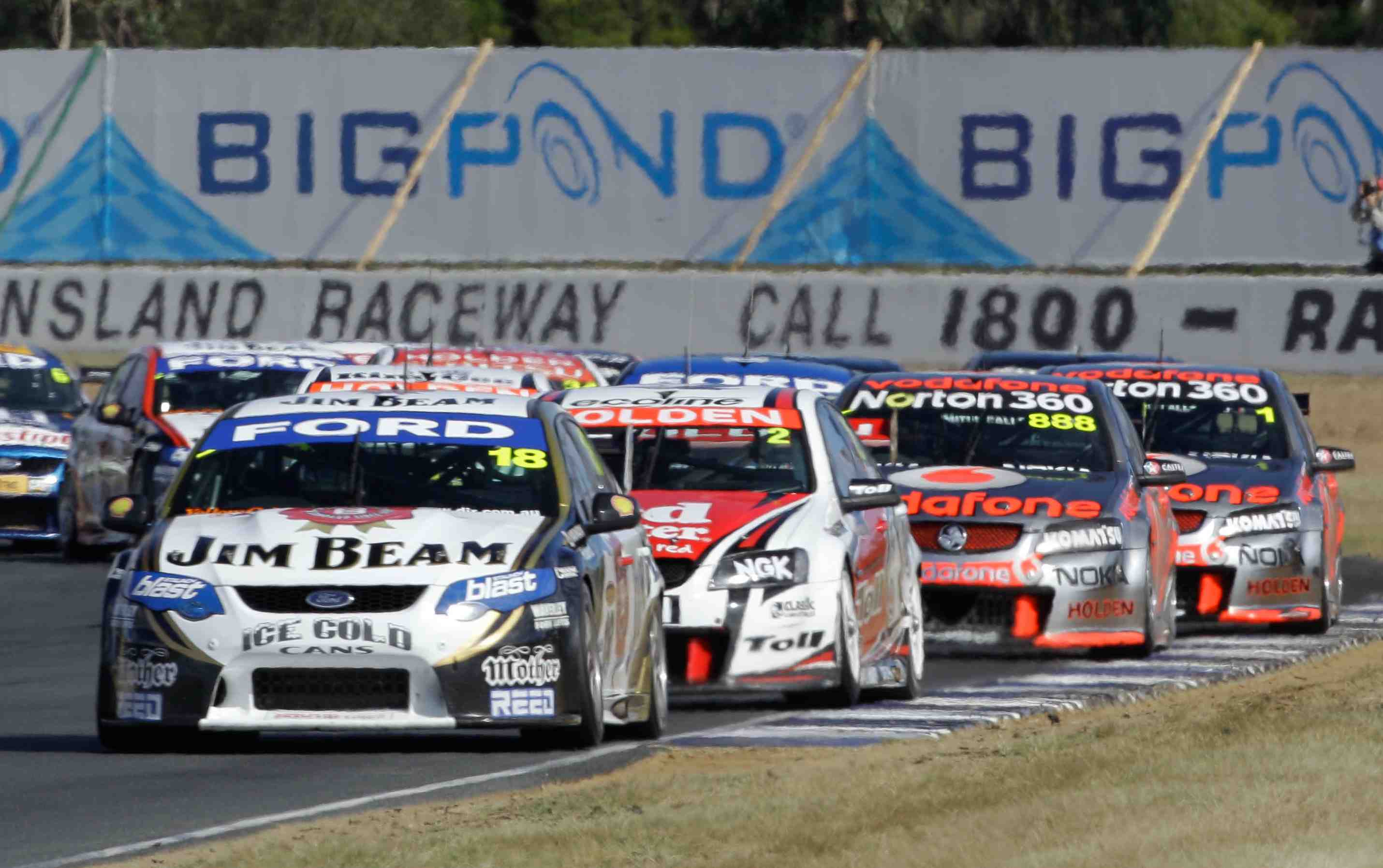 Courtney keen to see Whincup pressured