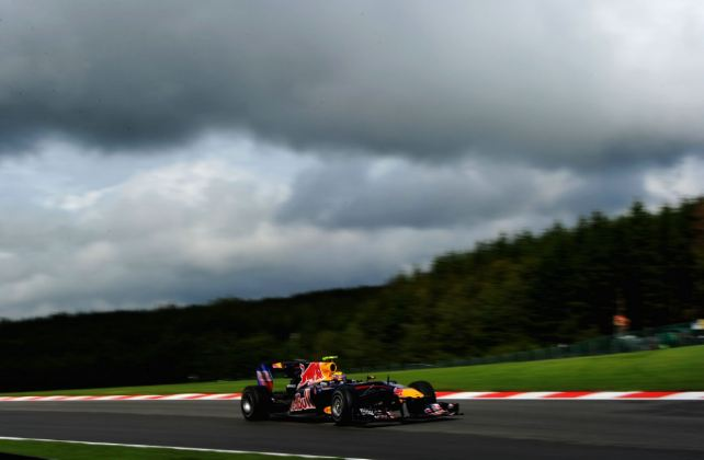 Webber takes pole in mixed qualifying