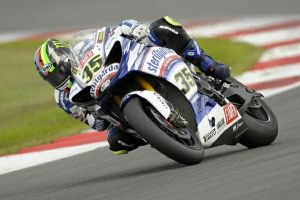 Cal Crutchlow scores Superbike double in GB