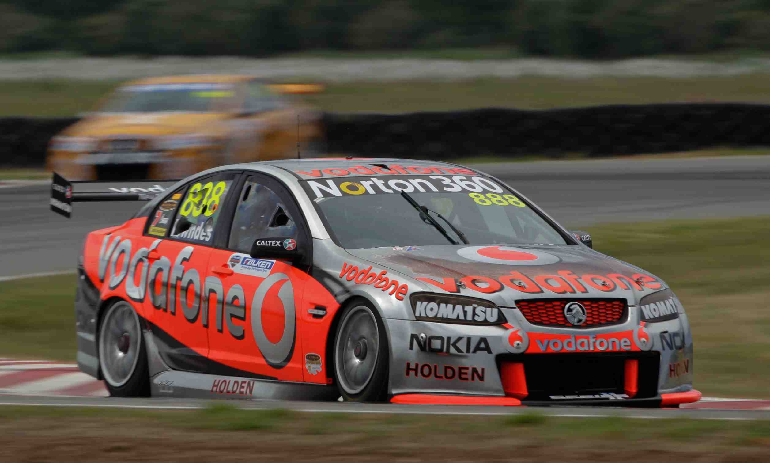 Lowndes wins Race 21 at Symmons Plains