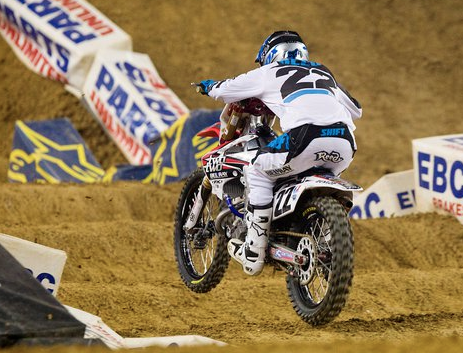 Reed stays in AMA Supercross title hunt