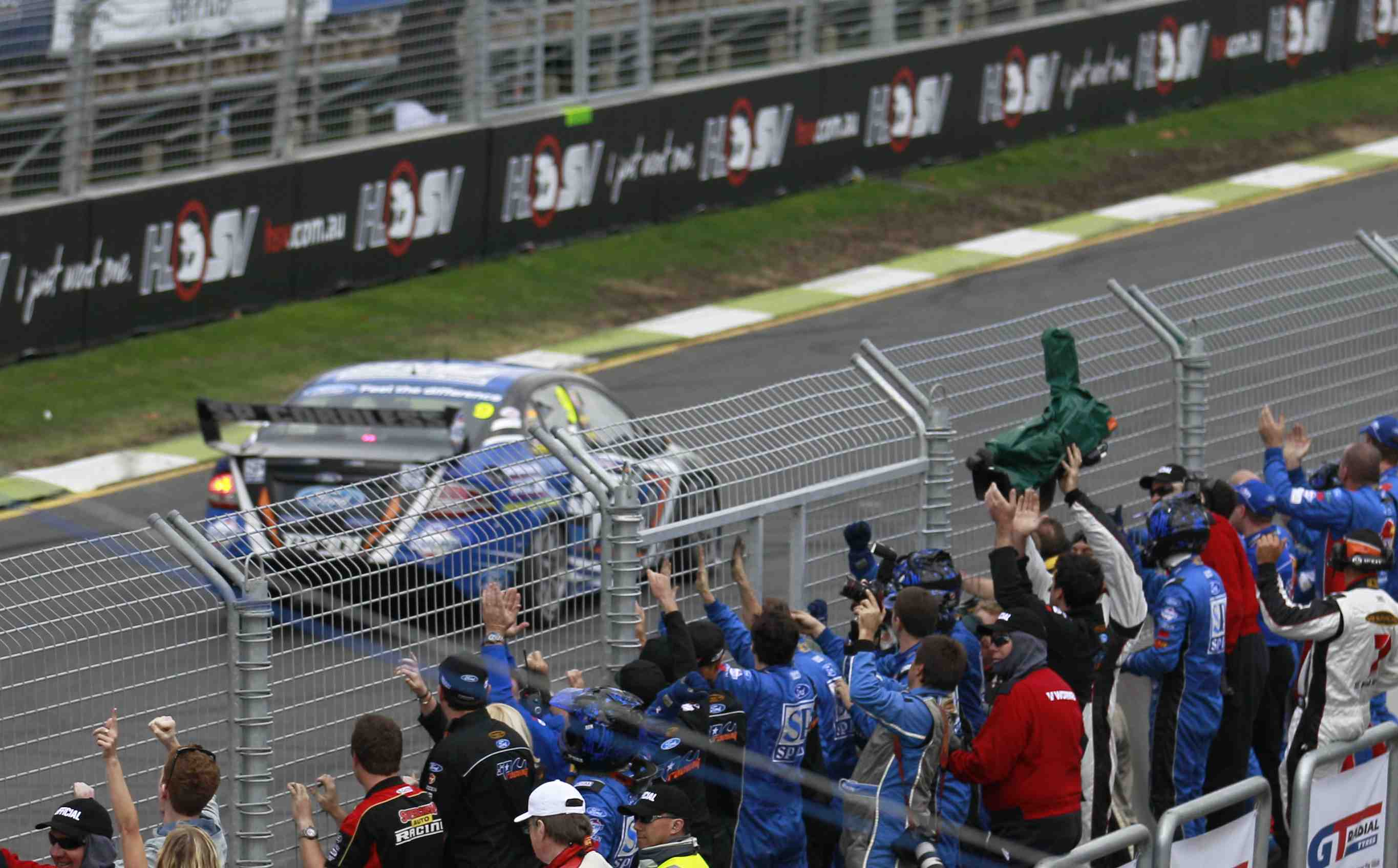 V8 Supercars clarifies burn-out regulations