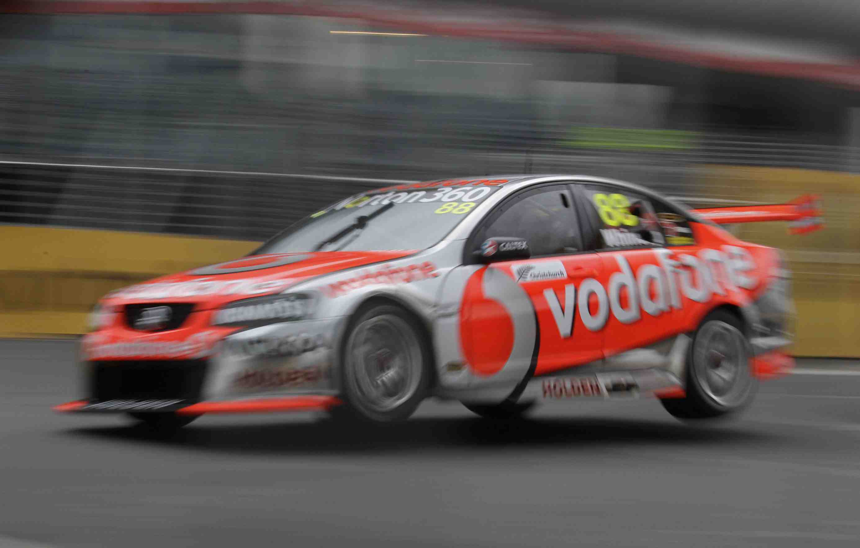 Jamie Whincup snatches pole for Race 5