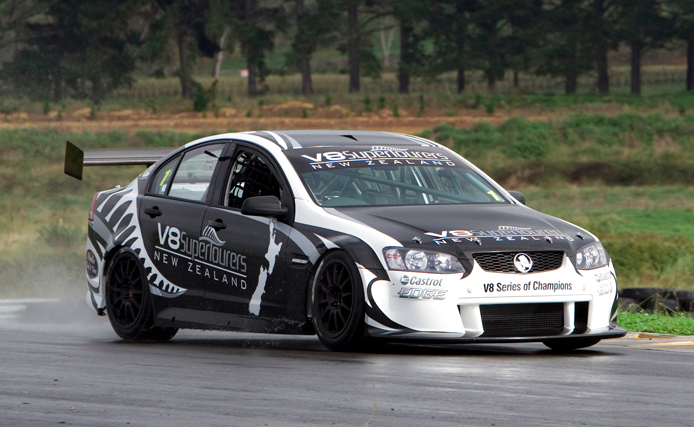 V8 SuperTourer has first serious hit-out