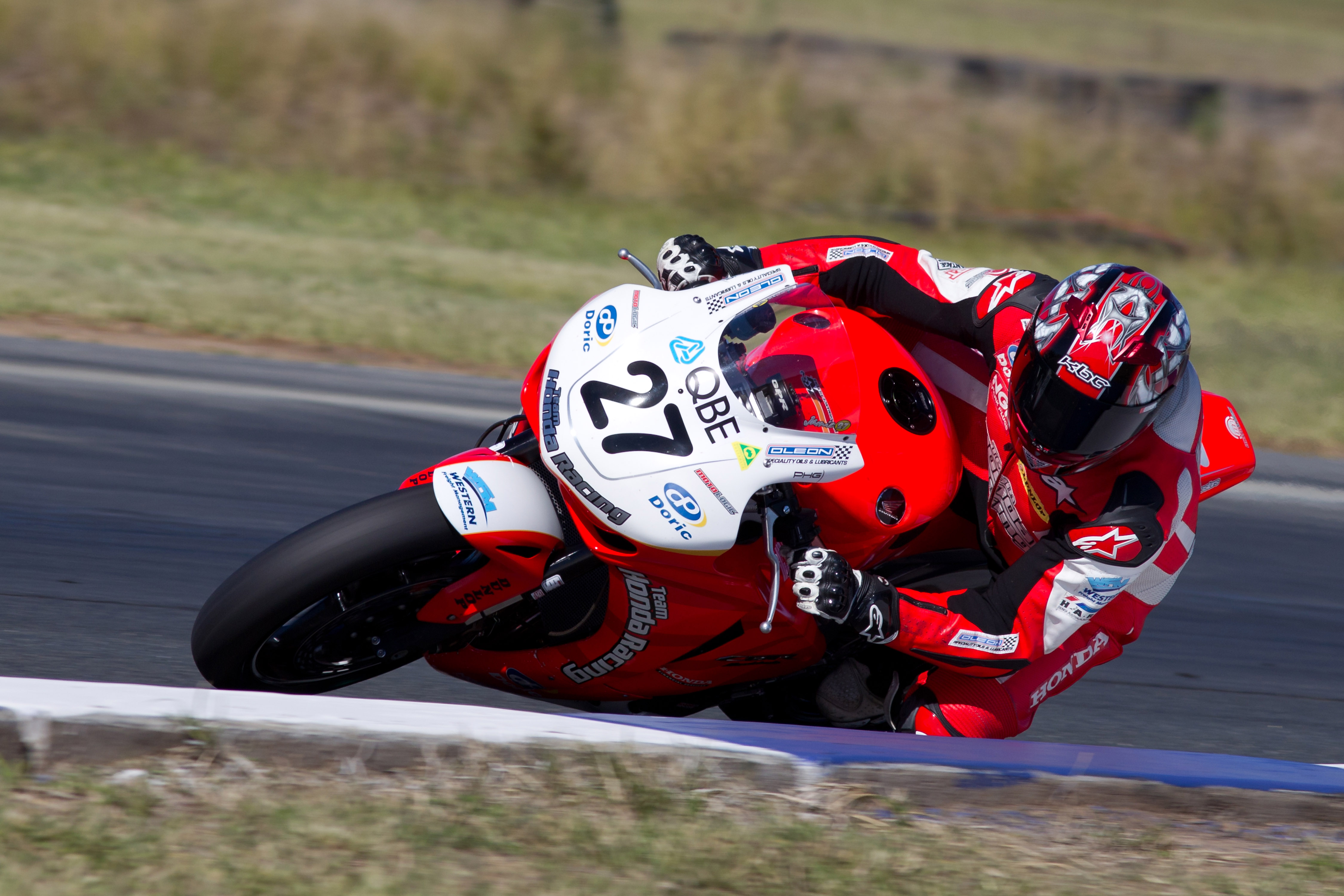 Stauffer takes Superpole in Queensland