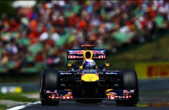 Vettel snatches pole from Hamilton in Hungary