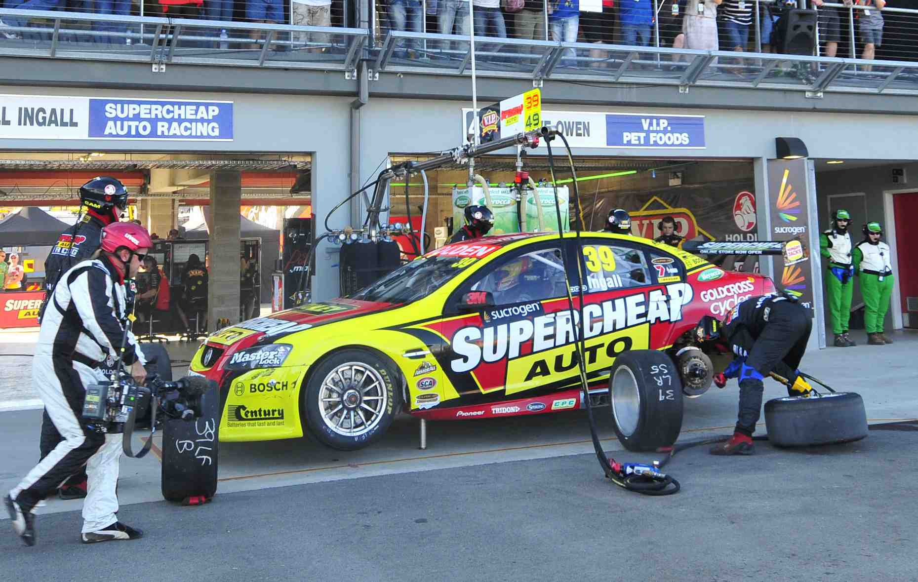 V8 Utes drivers get V8 Supercars test with PMM