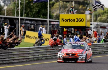 Whincup takes the chequered flag at Sandown