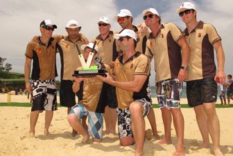 Kiwis beat Aussies in Beach Cricket