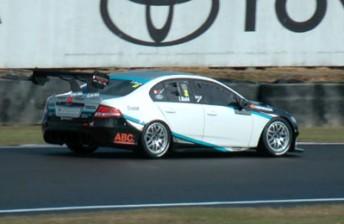 Jonny Reid takes last lap pole at Manfeild