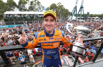6 Davison EV15 12 13278 344x224 Castrol Wrap   V8 Supercar Final Round   Sydney Telstra 500