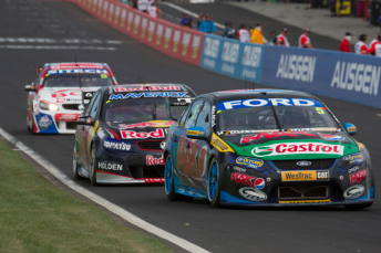 Winterbottom leads Whincup and Bright in the final stint
