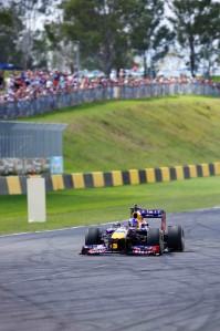 Daniel Ricciardo has blasted to a new track record in Sydney