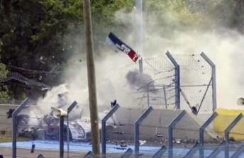 Duval crashes at the Porsche Curves