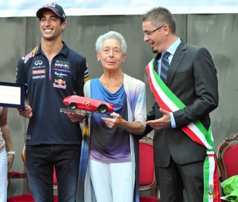 Dan Ricciardo receives the prestigious Lorenzo Bandini trophy in Italy