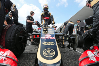 Renault has confirmed its intention to buy the Lotus F1 Team