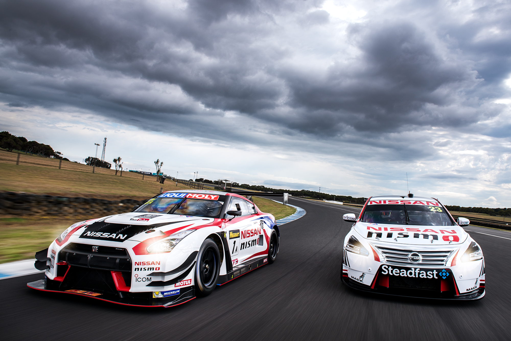 gallery gt r and altima at phillip island speedcafe. Black Bedroom Furniture Sets. Home Design Ideas