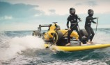 VIDEO: Surf's Up for Renault F1 team
