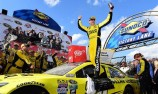 Kenseth avoids big wreck to win at Dover