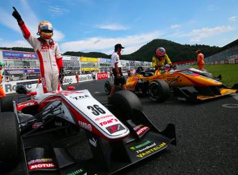 Kenta Yamashita salutes his win in the opening heat pic: Japanese F3 Facebook