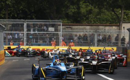 Buemi wins Paris ePrix as Di Grassi crashes out