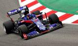 Late lap puts Kvyat fastest in F1 testing