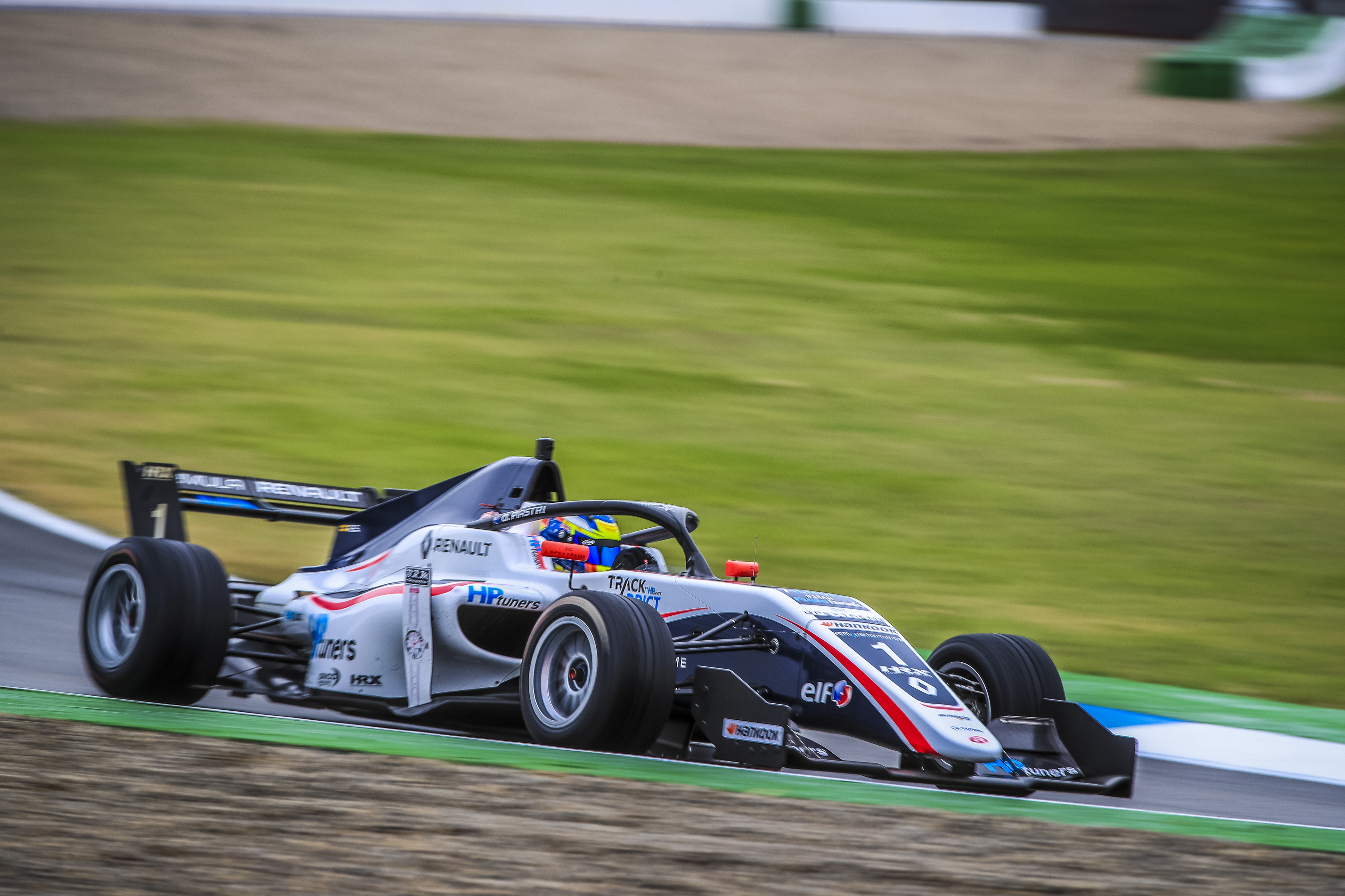 WORLD WRAP: Piastri one round from Formula Renault title