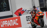 Binder wins to keep Moto2 title fight alive